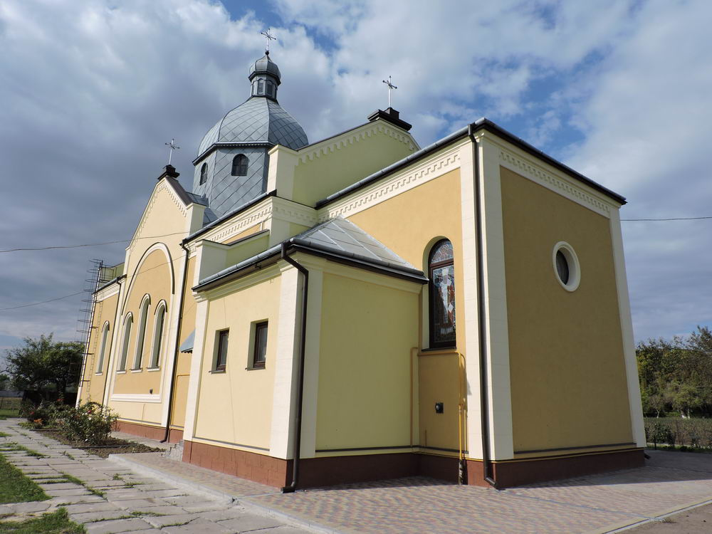 Фасадна ліпнина у оздобленні церкви